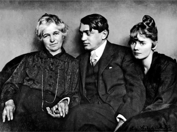 Ady Endre édesanyjával és feleségével, Csinszkával, 1915