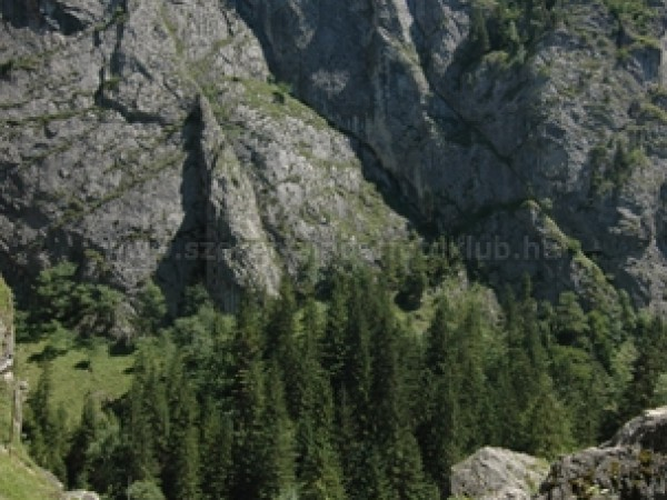 Úton a hegyek között
